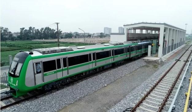 Đoàn tàu Cát Linh - Hà Đông nằm ở nhà ga.