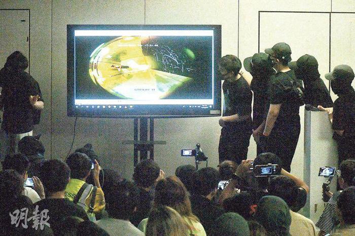 Sinh viên sau khi xem video cho rằng nhà trường đã cắt ghép và biên tập lại nội dung video.