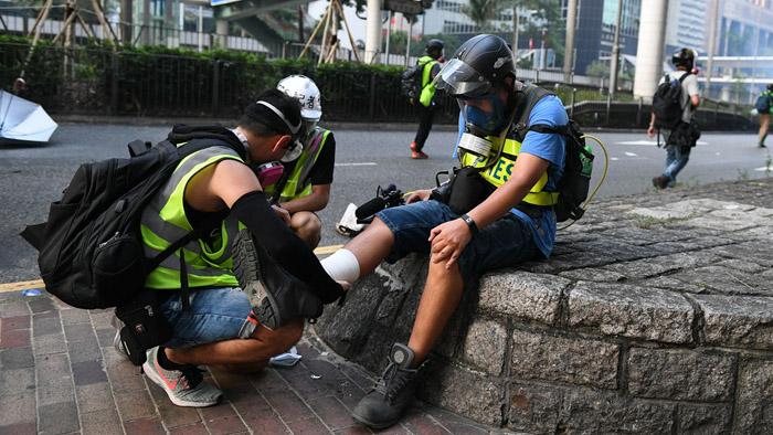 Người biểu tình Hồng Kông không còn tin tưởng khi vào chữa trị trong các bệnh viện công, mà tới các phòng khám ngầm hoặc tự chịu đựng.