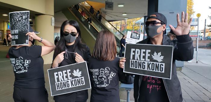 Vancouver đã vận động hoạt động hỗ trợ Ngô Ngạo Tuyết phản đối cảnh sát bạo lực, ủng hộ nền dân chủ Hồng Kông.