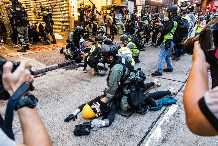 Cảnh sát Hồng Kông ngày càng mạnh tay trong việc trấn áp người biểu tình.