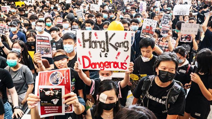 Người biểu tình Hồng Kông vẫn tiếp tục xuống đường kháng nghị bất chấp những đe dọa từ chính quyền.