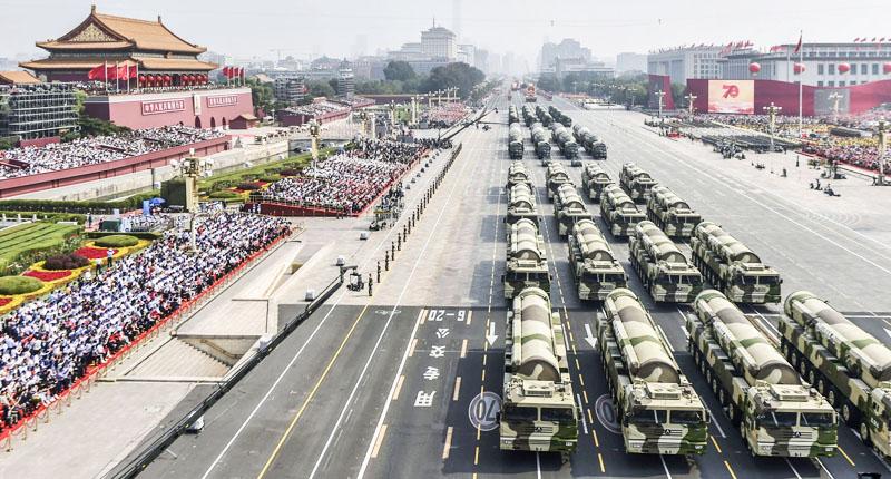 """Vào hôm diễn ra đại lễ diễu hành ngày 1/10 tại Trung Quốc, rất nhiều trang thiết bị quân sự """"lực lưỡng"""" đã được phô diễn."""