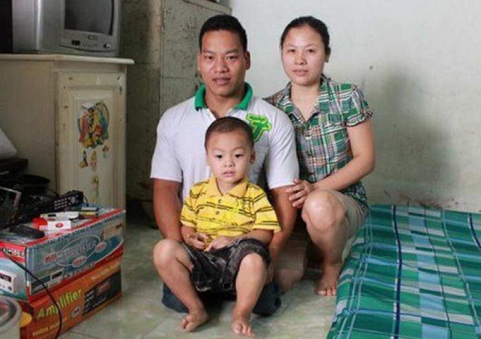Lực sĩ Lê Văn Công bán HCV để cứu sống cô bé hàng xóm bị ung thư