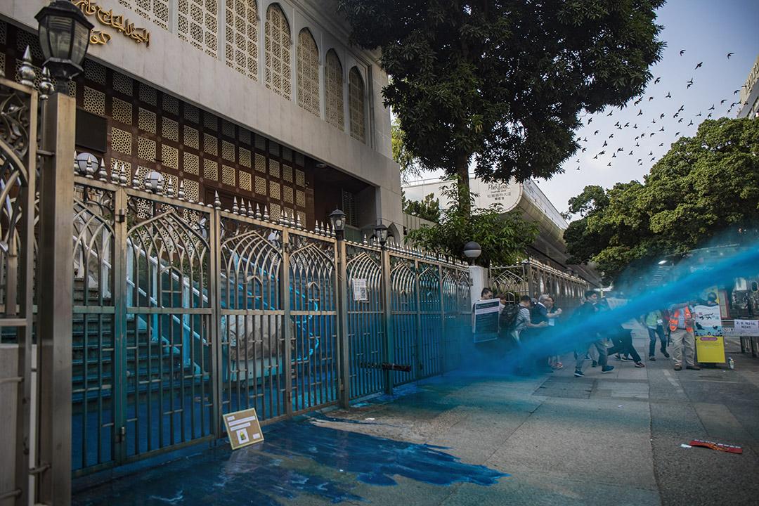 Tấn công nhà thờ Hồi giáo, cảnh sát Hồng Kông ngày càng vô sỉ (ảnh 1)