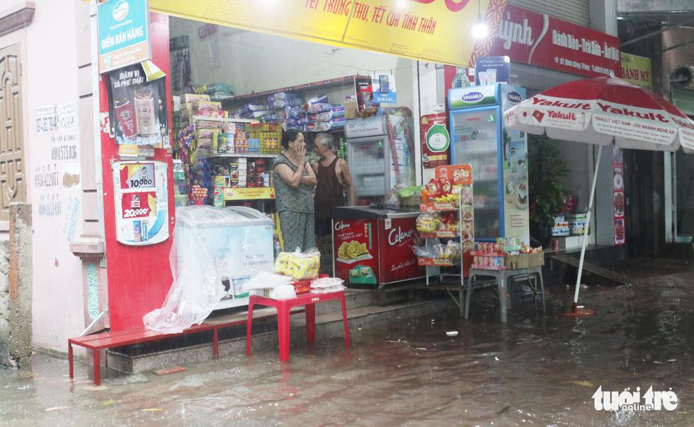 Vinh: Ngập lụt gần 6000 ngôi nhà do làm đường quên không làm cống - 3