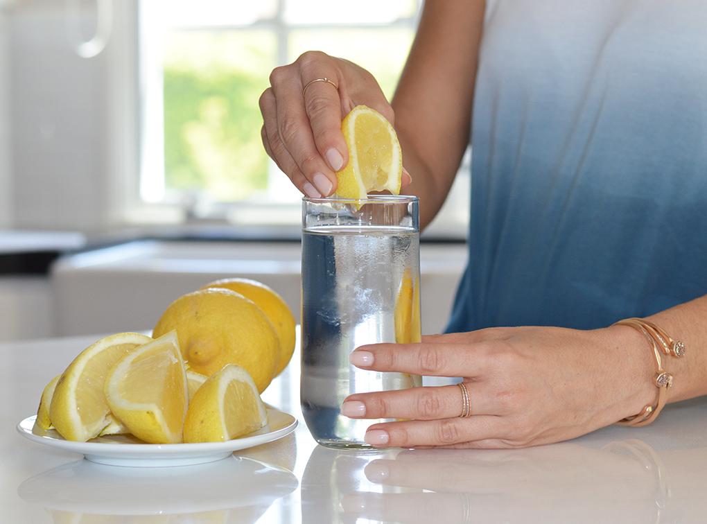 hàm lượng vitamin C dồi dào có trong chanh có thể tăng cường hệ thống miễn dịch của bạn.