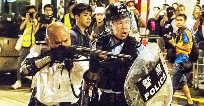 Từ đầu đến cuối, toàn bộ sự rối loạn xuất hiện ở Hồng Kông, đều là bởi chính quyền bù nhìn của Hồng Kông đã nghe lời ĐCSTQ mà ra