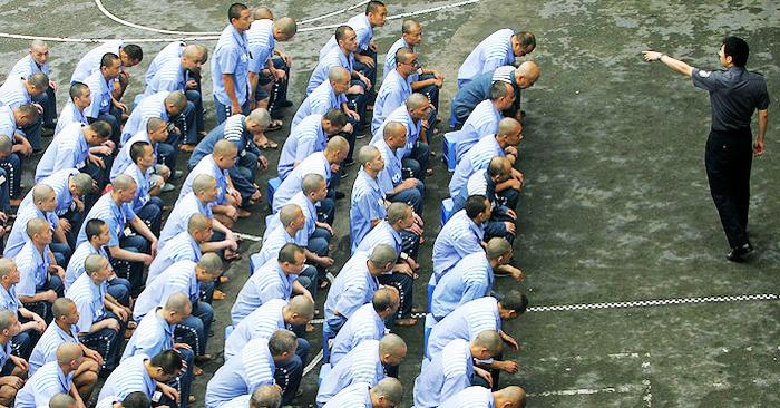 Dưới sự cai trị của chính quyền Đảng Cộng sản Trung Quốc, những người bị giam giữ buộc phải làm nô lệ.
