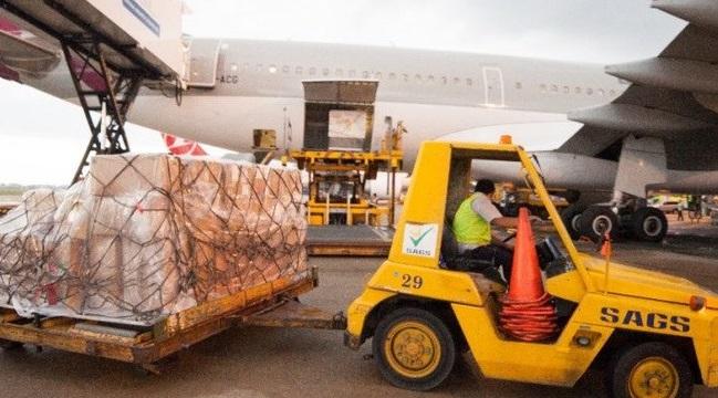 Chiều 17/10, Công ty cổ phần phục vụ mặt đất Sài Gòn (SAGS) cho biết đã đình chỉ một nhân viên của doanh nghiệp do lái xe cắt mặt một máy bay A321 đang di chuyển ra đường băng. Ảnh: SAGS.