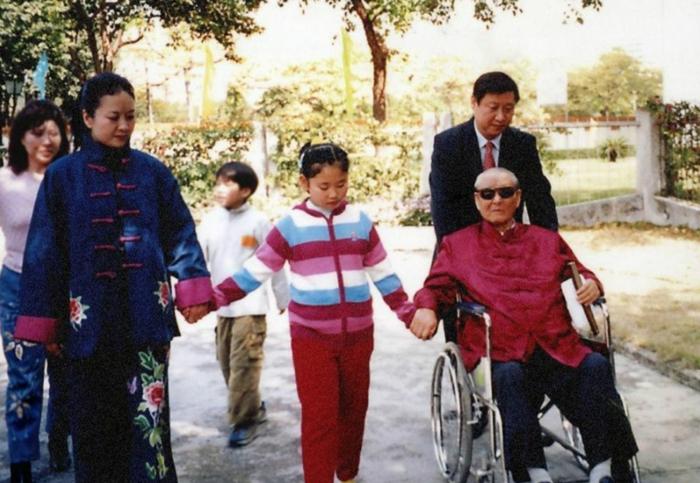 Cô con gái độc nhất của Tập Cận Bình, Tập Minh Trạch.
