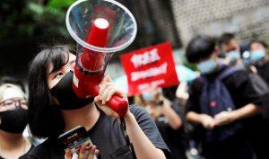 """Chính phủ Hồng Kông đang cân nhắc các phương pháp để có thể ngăn chặn được bạo loạn, cũng không loại trừ khả năng sẽ """"cấm Internet"""" để hạn chế thông tin."""