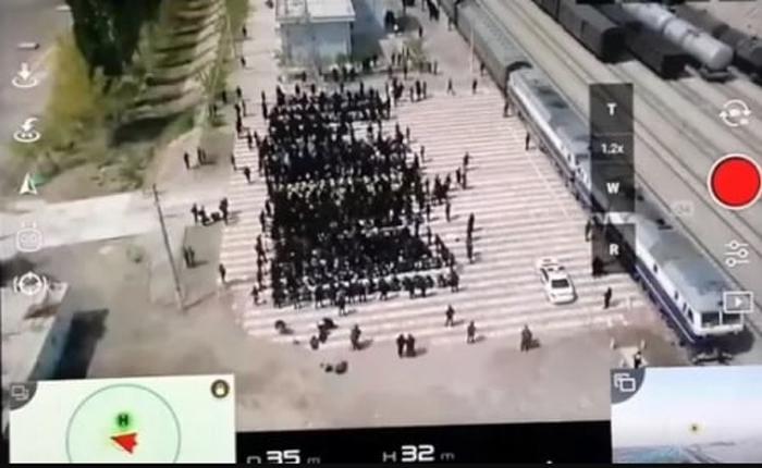 Hình ảnh cảnh khủng bố các tù nhân ở Tân Cương do truyền thông quốc tế công bố.