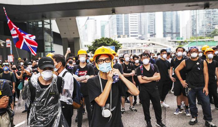 Xuống đường ở Hồng Kông phản đối lệnh cấm mang mặt nạ khi đi biểu tình.