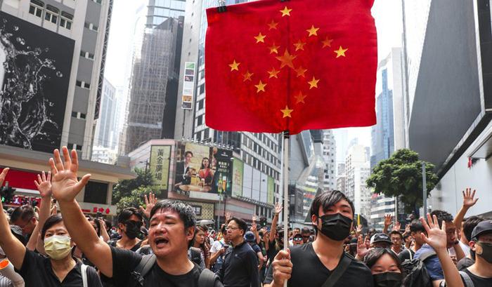 Cuộc biểu tình ở Hồng Kông đã bước sang tháng thứ tư, cảnh sát Hồng Kông ngày càng leo thang bạo lực.