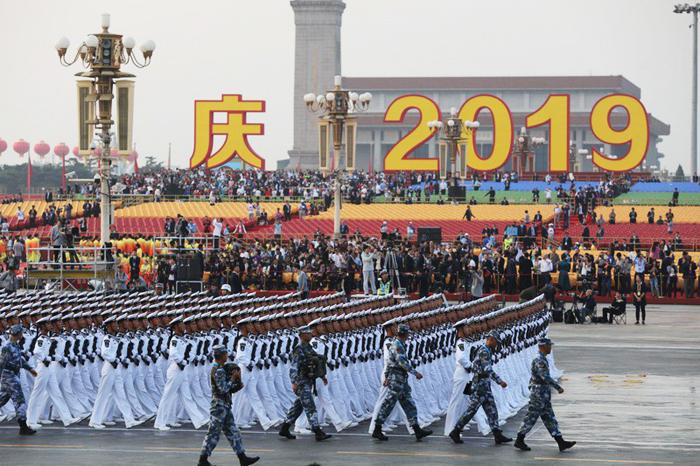 Trung Quốc tổ chức lễ kỷ niệm 70 năm Quốc khánh với cuộc diễu binh quân sự quy mô lớn tại quảng trưởng Thiên An Môn.