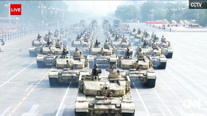 Tầm nhìn ở thủ đô Bắc Kinh vẫn khá thấp và khói bụi do những chiếc xe tăng tạo ra càng khiến mọi thứ thêm trầm trọng.