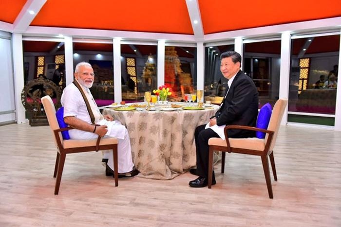 Thủ tướng Ấn Độ Nadendra Modi và Chủ tịch Trung Quốc Tập Cận Bình đã có bữa ăn tối và trao đổi kéo dài 2 giờ 30 phút