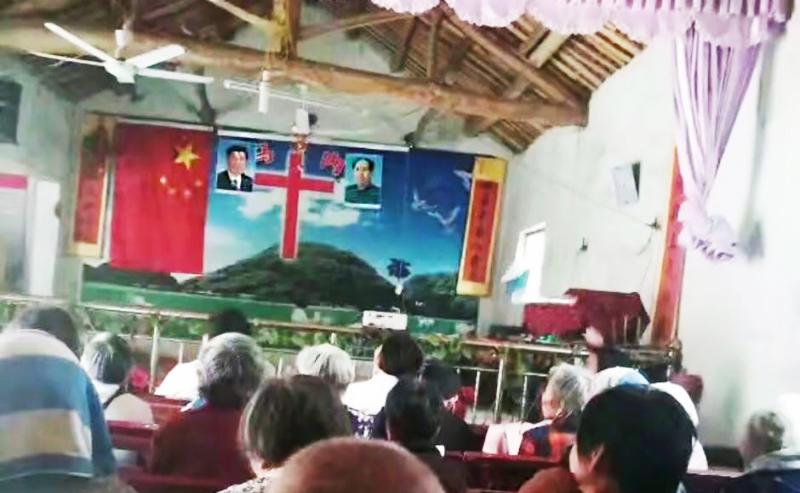 Nhà thờ bị bắt buộc phải để hình Tập Cận Bình và Mao Trạch Đông ngang với Thánh Giá.