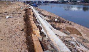 Bình Định: Kè sông 12 tỷ đồng mới xây, chưa kịp bàn giao đã sập