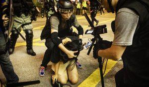 Thiếu nữ 18 tuổi kiện cảnh sát Hồng Kông cưỡng hiếp tập thể