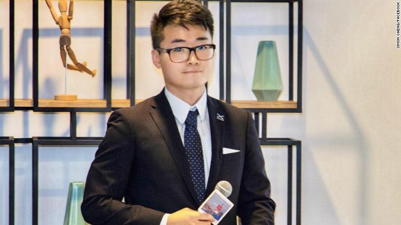 Trịnh Văn Kiệt, một nhân viên của Tổng lãnh sự quán Anh tại Hồng Kông, cho biết khi anh bị cảnh sát Thâm Quyến giam giữ đã phải chịu cảnh bị ngược đãi cực hình.