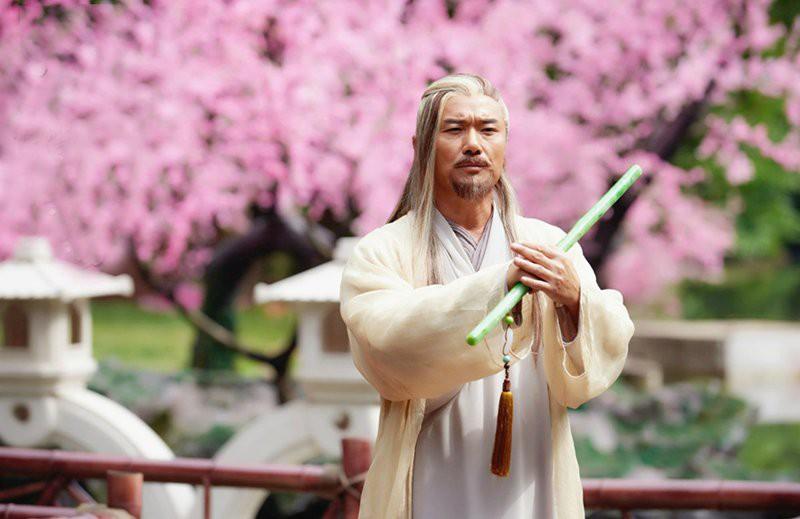 Đông Tà Hoàng Dược Sư đến từ đảo Đào Hoa tài cao học rộng, không gì không giỏi.