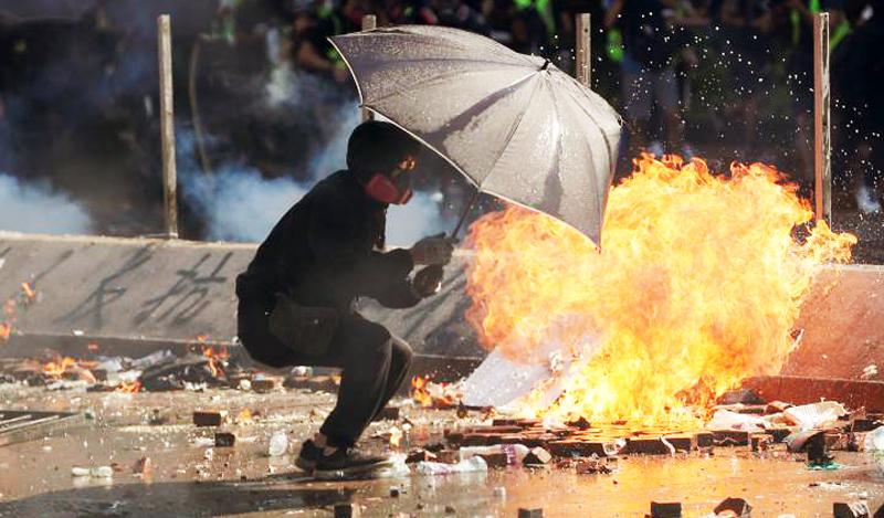 Việc cảnh sát Hồng Kông tấn công các trường Đại Học, gây sự chú ý lớn của dư luận thế giới.
