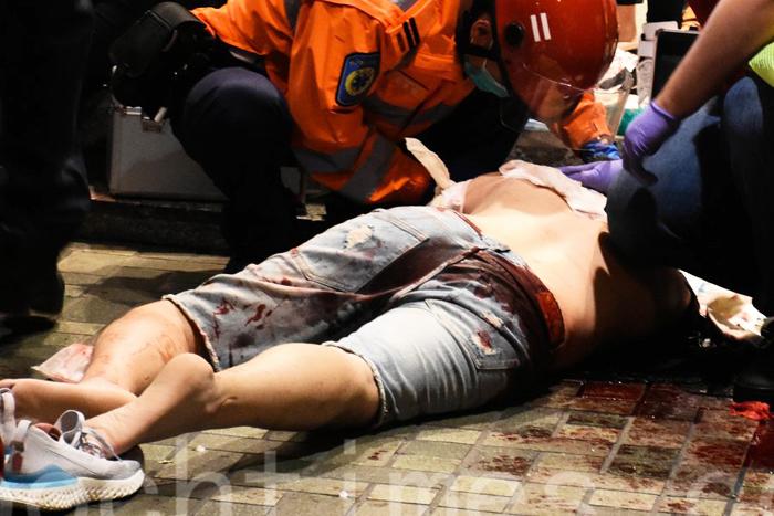 Người biểu tình Hồng Kông bị tấn công đổ máu tại khu Thái Cổ