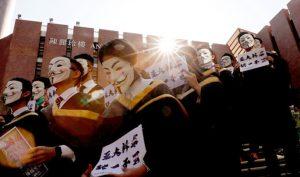 """""""Chiêu mới"""" của an ninh ĐCSTQ, người biểu tình Hồng Kông che mặt cũng vô dụng"""