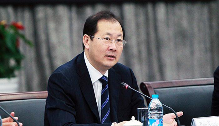 Tin tức từ Trùng Khánh cho biết, Nhậm Học Phong nhảy lầu tự sát và đã qua đời.