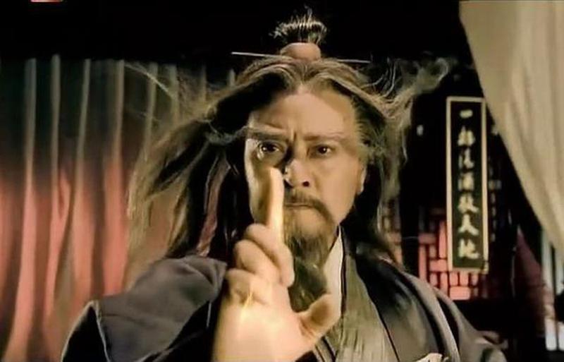 Trong ngũ bá thì Trung Thần Thông là người mạnh nhất, võ công cao cường nhất, ông lại là người tu Đạo nên vô cùng từ bi và hòa ái