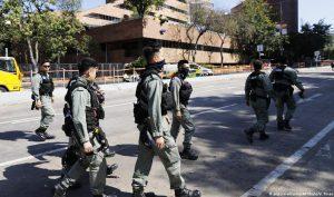 Cảnh sát Hồng Kông đứng gác ngoài khuôn viên Đại học Bách khoa đã rút đi sau 13 ngày bao vây.