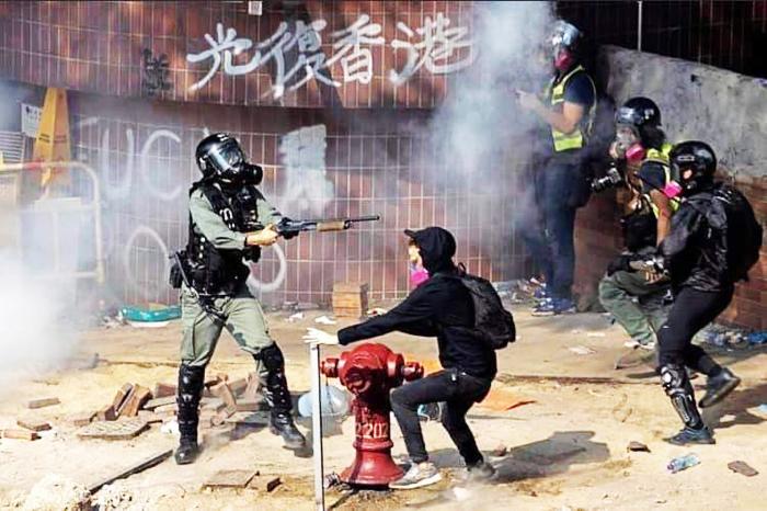 Cảnh sát Hồng Kông ngày càng không kiêng nể trong việc sử dụng bạo lực trấn áp người biểu tình.