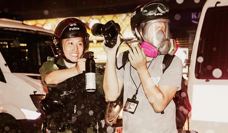 Cảnh sát Hồng Kông không ngừng gia tăng bạo lực trấn áp người biểu tình, coi đó như một trò tiêu khiển.