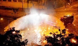 Hồng Kông sáng 18/11: Cảnh sát tấn công, Đại học Bách khoa HK như biển lửa