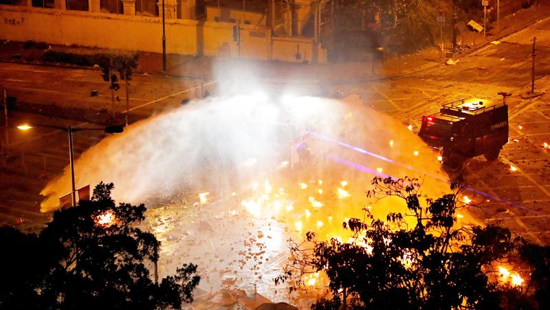Đại học Bách Khoa Hồng Kông chìm trong lửa sáng 18/11/2019.