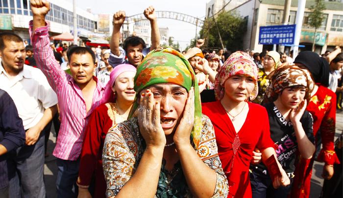 """""""Dân tộc thông hôn"""" là một chính sách thực thi vô cùng bạo lực và tiêu diệt các dân tộc thiểu số trong bạo lực."""
