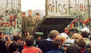 """30 năm ngày Bức tường Berlin sụp đổ: Không có """"bức tường"""" nào tồn tại mãi mãi"""