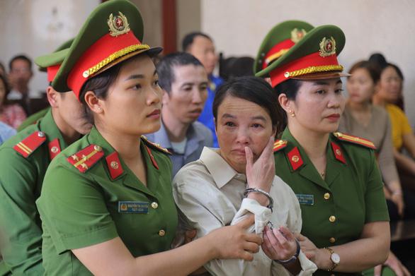 Bị cáo Trần Thị Hiền bị tuyên phạt 20 năm tù, liên tục kêu oan. (Ảnh qua tuoitre)
