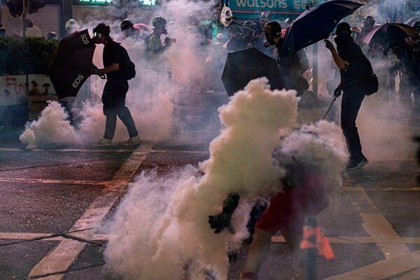 Nanh độc Cộng sản cắn đã lâu, người Hồng Kông giờ mới thấy đau buốt (ảnh 2)