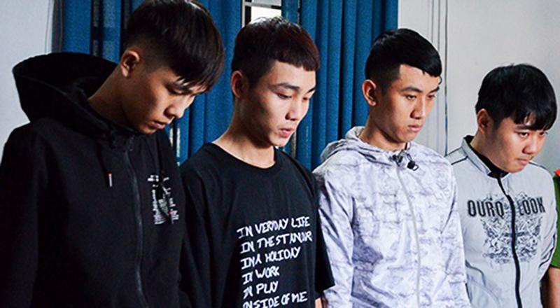 Bốn sinh viên bị khởi tố về tội Cướp tài sản.