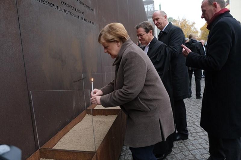 Kỷ niệm 30 năm ngày Bức tường Berlin sụp đổ: Không có bức tường đỏ nào mãi tồn tại (ảnh 1)