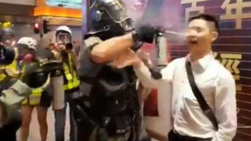 Người hỏi đường đột nhiên bị cảnh sát Hồng Kông dùng bình xịt hơi cay phun vào mắt (ảnh 1)