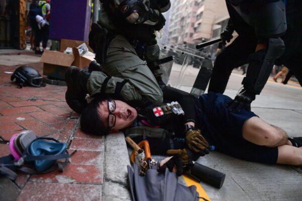 Tiếng kêu thảm thiết phát ra từ đoàn tàu, phải chăng người biểu tình Hồng Kông bị đưa đến Đại lục? (ảnh 2)