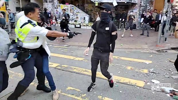 Hồng Kông: Chưa từng thấy một chính quyền nào căm hận thanh niên đến thấu xương như vậy (ảnh 3)