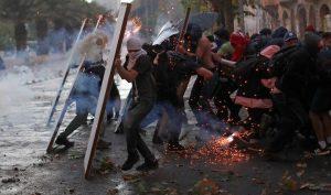 Chile: Người biểu tình hạ UAV của cảnh sát bằng bút laser
