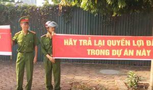 Hà Nội: Nhóm công an về hưu căng băng rôn đòi quyền lợi về nhà ở