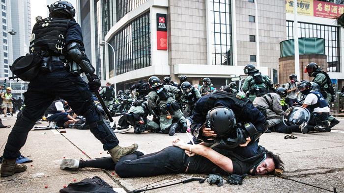 Cảnh sát Hồng Kông ngày càng lạm dụng bạo lực và bắt bớ đối với người biểu tình