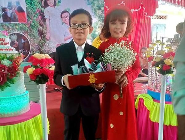 Đám cưới hạnh phúc của cặp đôi tí hon nàng 1m18 và chàng 1m20